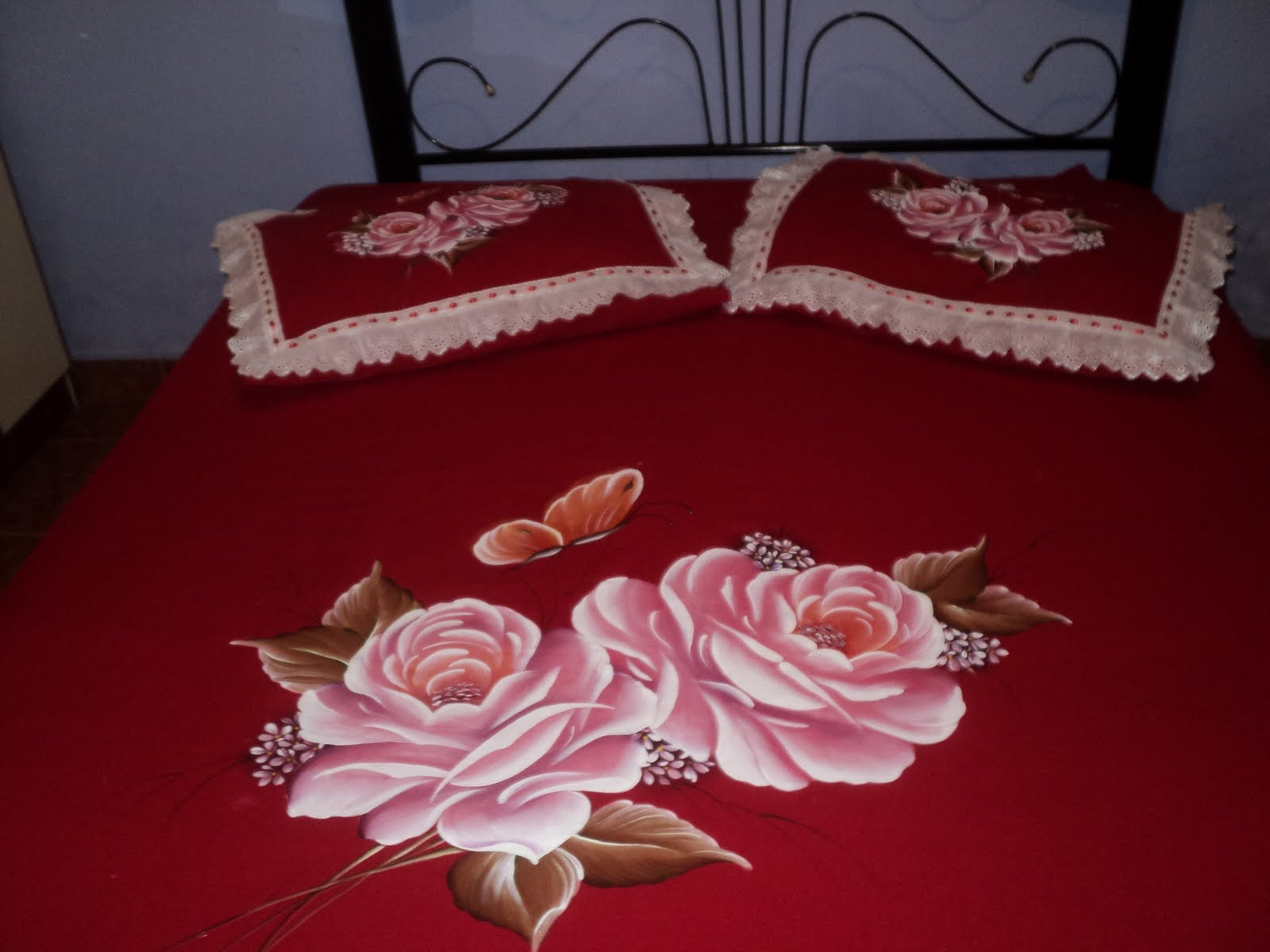 Colcha De Casal   Motivos De Rosas Feita No Tecido Oxford Vermelho