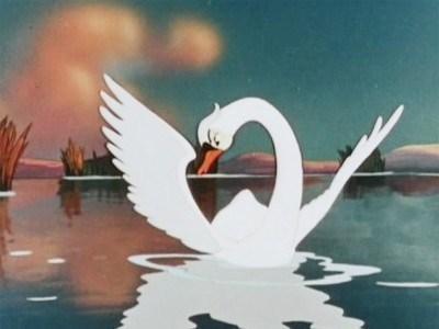 гадкий утёнок смотрит в воду, он стал лебедем