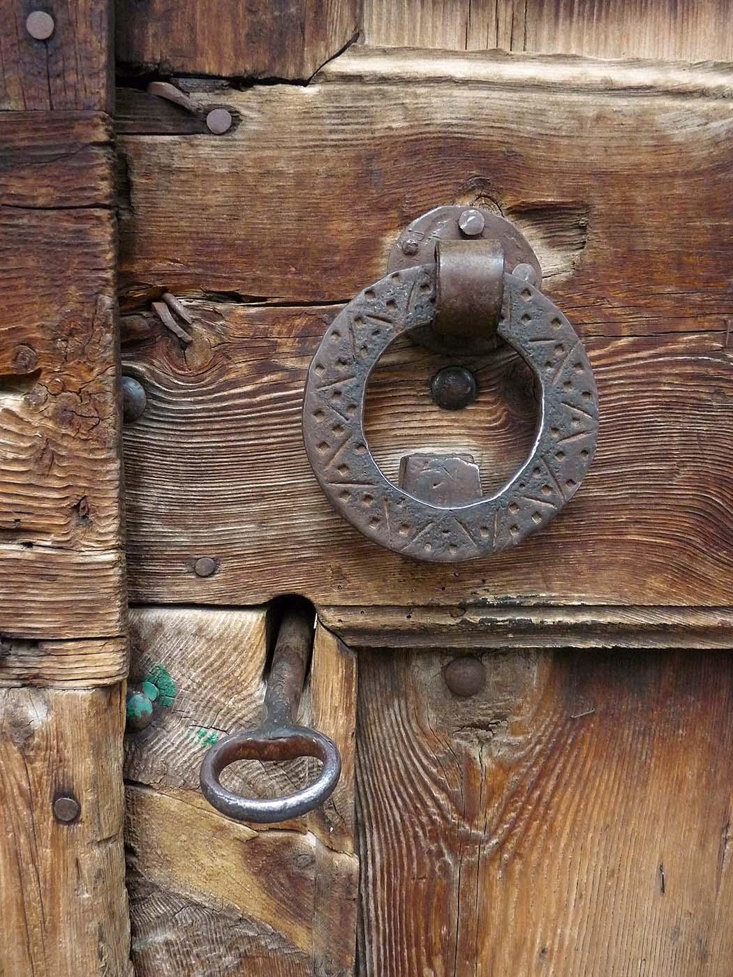 Entusiasco puertas en el valle de gista n for Puertas madera antiguas usadas
