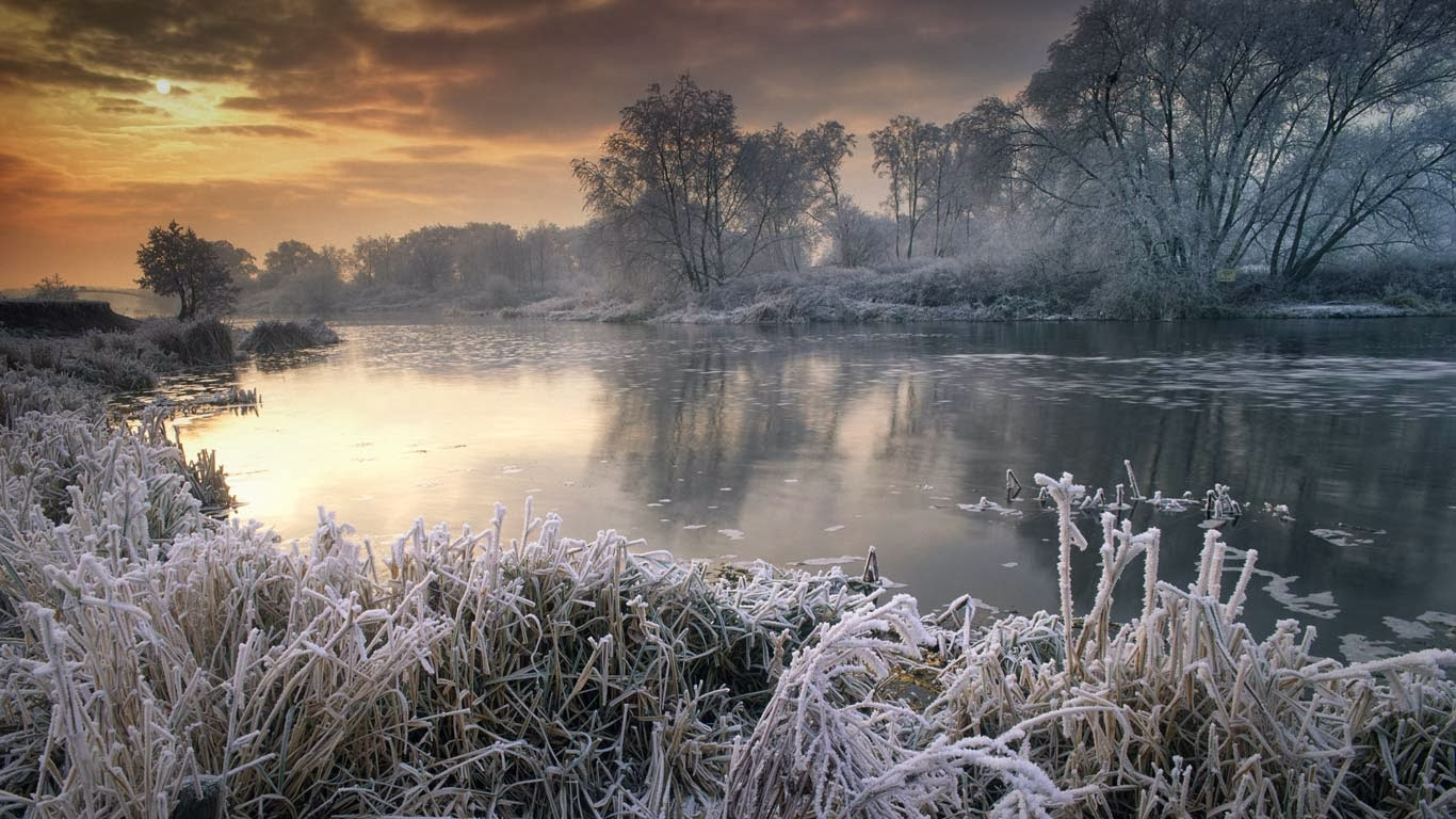 Wintertime along river avon worcestershire england nagelestock com