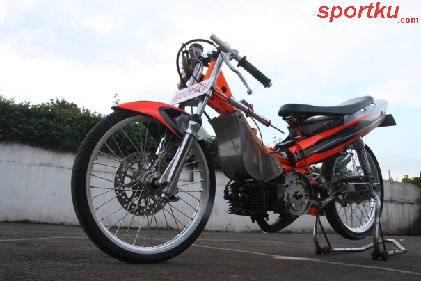 Yamaha F1ZR 2004 Tak Tertandingi di Kelas Drag Bike title=