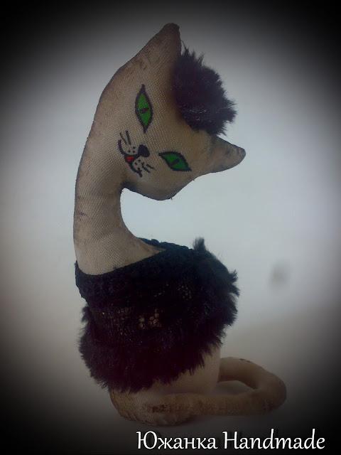 кофейная кошка статуэтка в чёрном платье