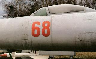 Левый борт фюзеляжа Су-9, кабина летчика.