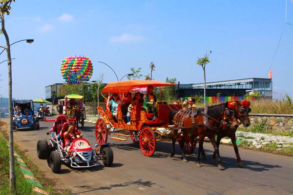 Berkeliling dgn delman di Kampung Gajah Wonderland Bandung