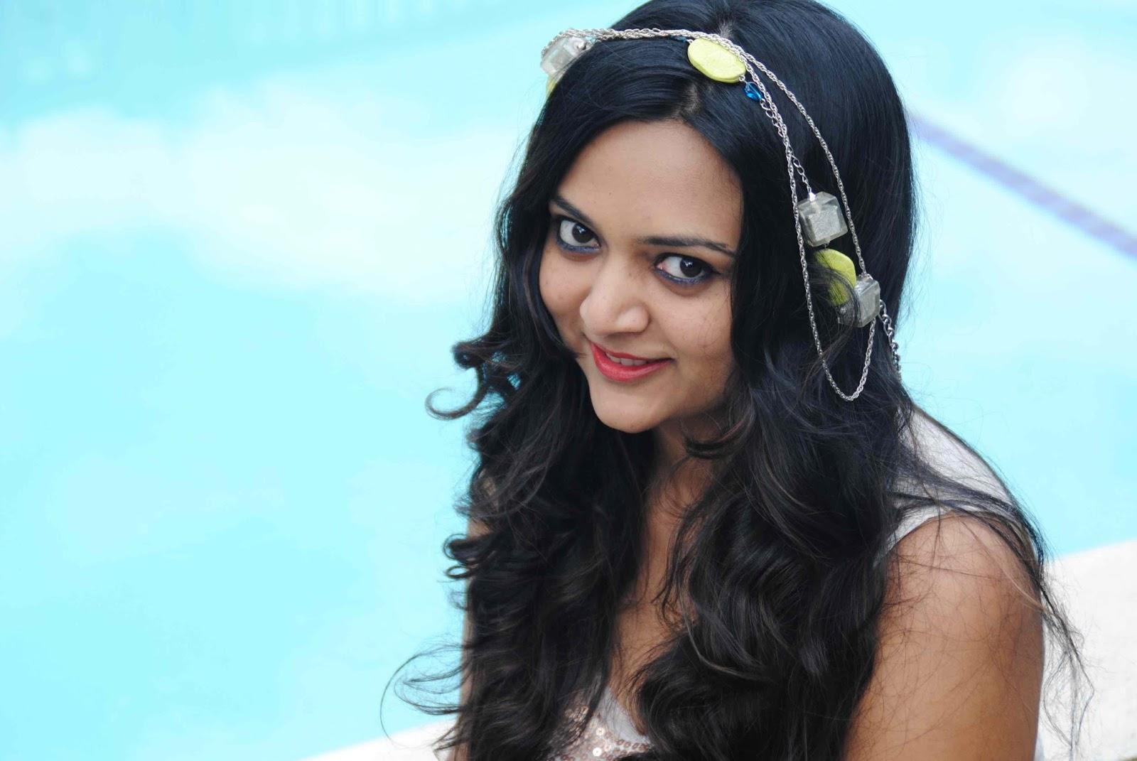 summer shorts, indian fashion blogger, head piece, hair accessory, ananya kiran, ananya tales