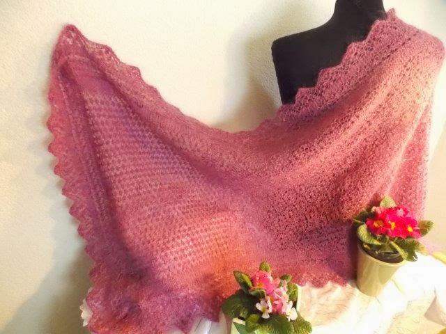 TE KOOP: hele grote Oud-rose gekleurde wollen sjaal