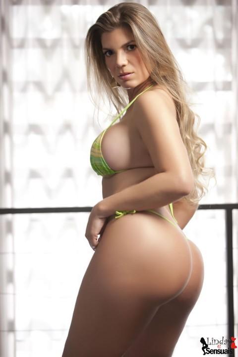 Miss Bumbum Brasil 2012 - Ana Melo em fotos de bikini