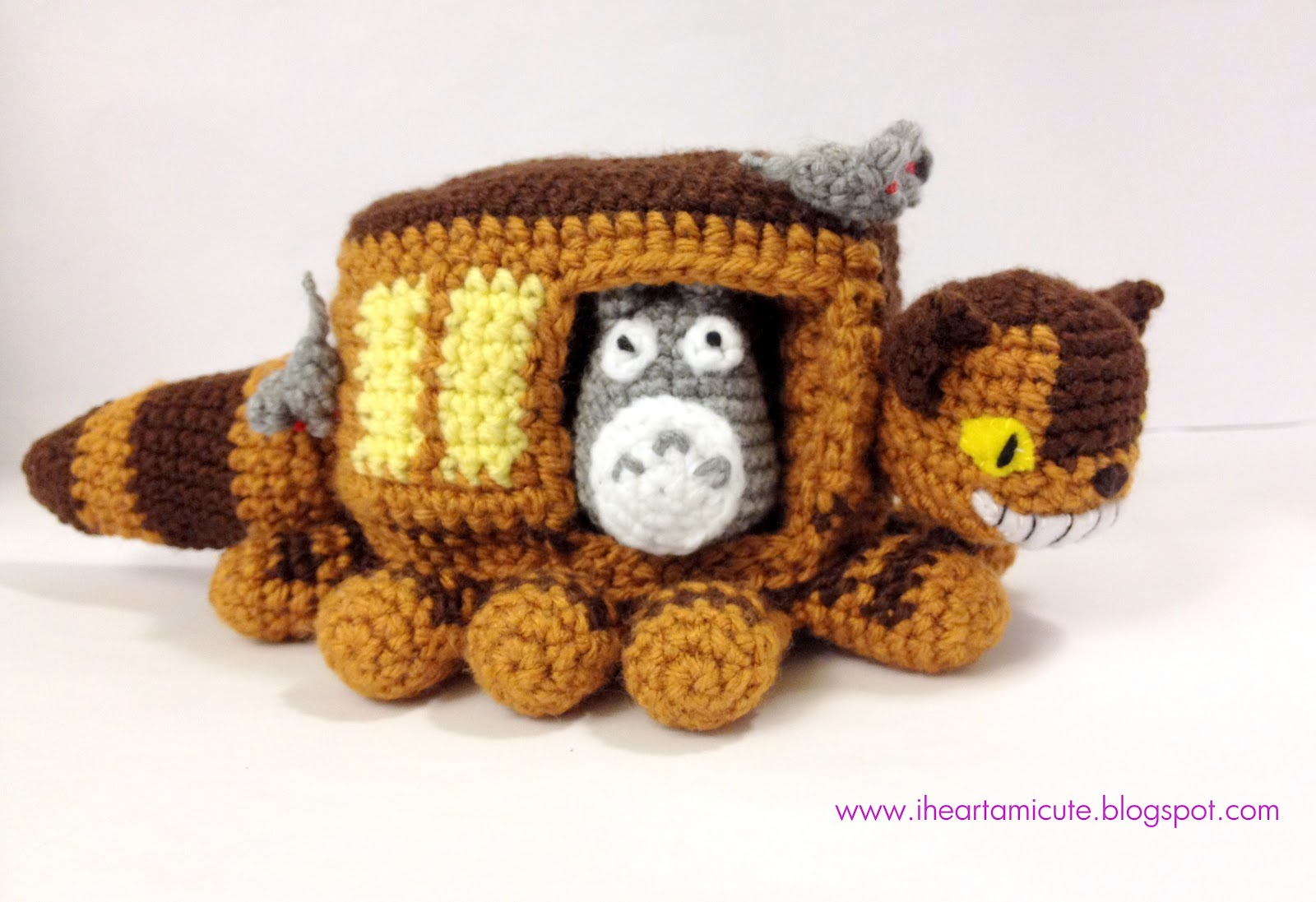 Totoro Catbus Amigurumi : i  amicute: the cat bus coming to a bus stop near you