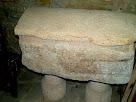 Tomba medieval a l'església de Sant Llorenç del Munt