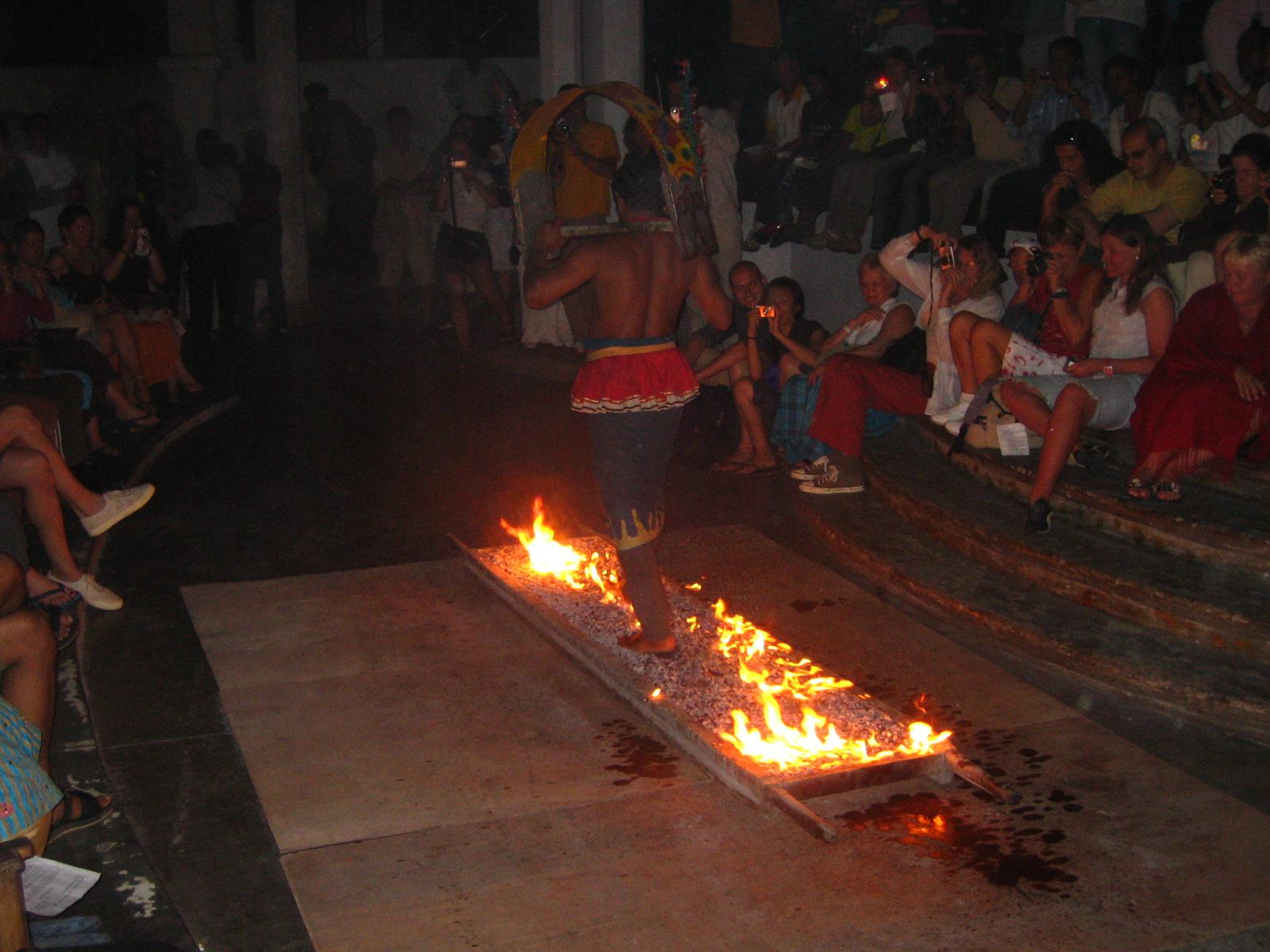 http://4.bp.blogspot.com/-R5ffN-gXKnU/T4IMvi25fSI/AAAAAAAAAAQ/hjs37VtZIHY/s1600/Fire_Walking_(1234969885).jpg