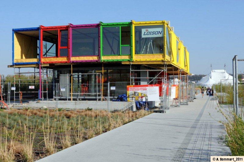 Shipping container homes renault l 39 ile seguin paris for Find builders in your area