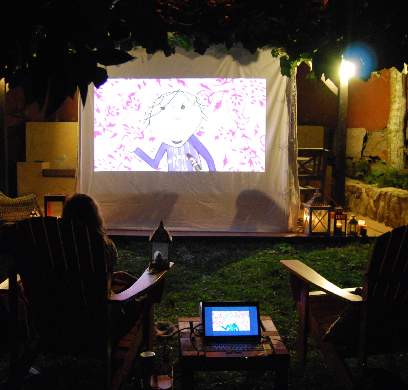 Cine de verano en casa. Movie night outdoors