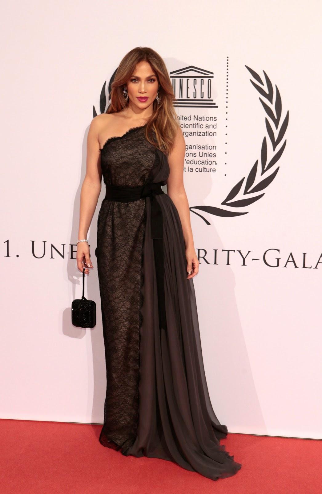http://4.bp.blogspot.com/-R5io4kuCZ_A/UIzDDOqeWQI/AAAAAAAAWv0/rX_TFp593LU/s1600/Jennifer+Lopez++attends+2012+UNESCO+Charity+Gala+2012+in+D%C3%BCsseldorf+October_27_2012+-0+5.jpg