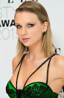 Taylor Swift at Elle Style Awards in London 4.jpg