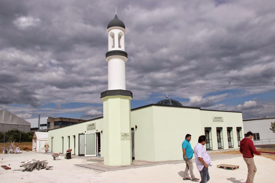 ahmadiyya mosque darul amaan friedberg hessen germany. Black Bedroom Furniture Sets. Home Design Ideas
