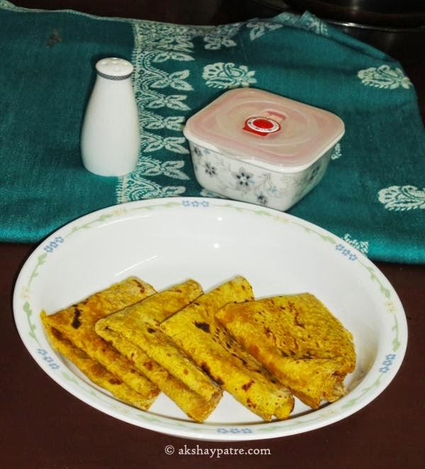 pumpkin theplas in a plate for pumpkin thepla recipe