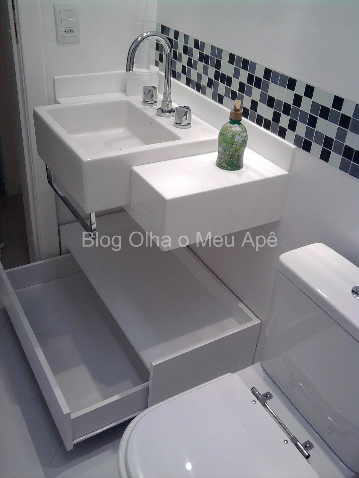 OLHA O MEU APÊ Móvel do banheiro e em busca de um sofá -> Banheiro Com Faixa De Pastilha Vertical