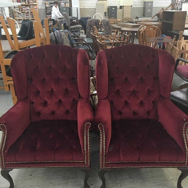 #thriftscorethursday Week 90 | Instagram user: tracyschicvintage shows off this Marsala Velvet Chairs