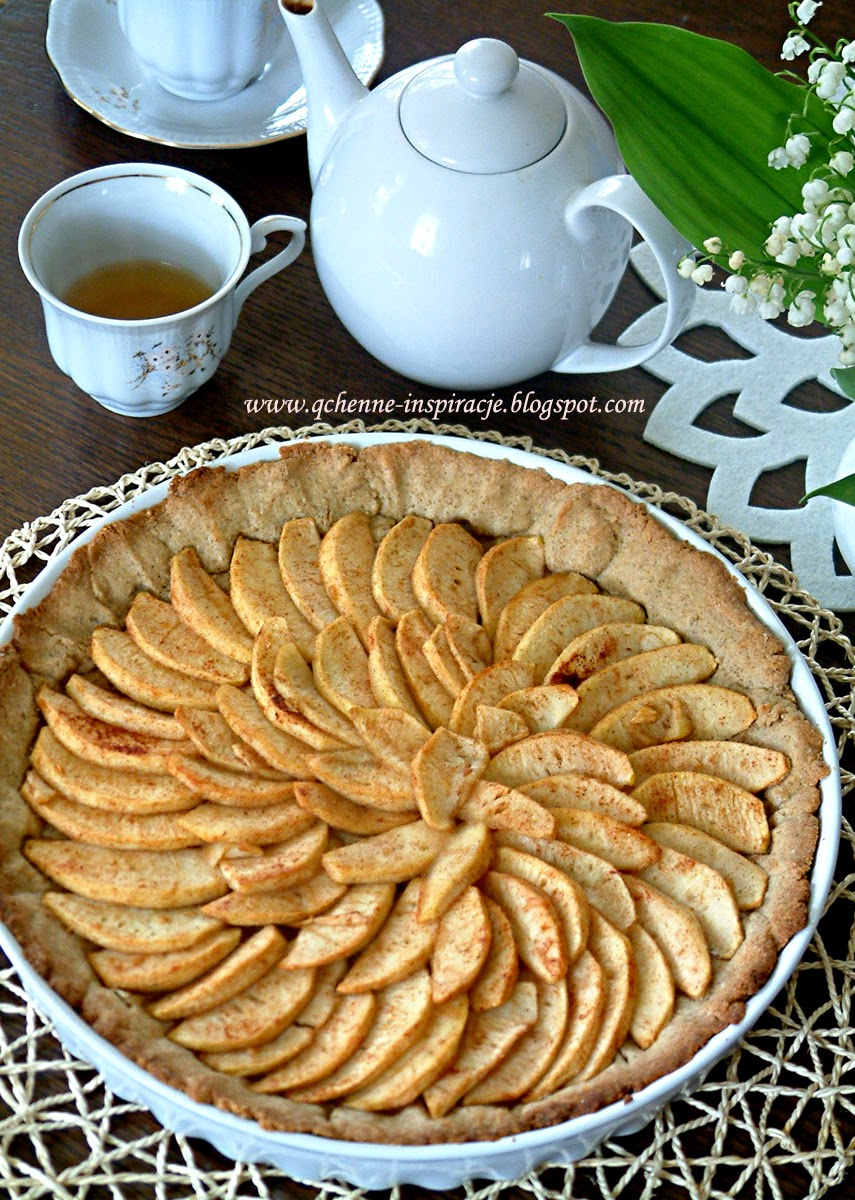 Pełnoziarnista tarta z karmelizowanymi jabłkami pachnąca cynamonem i wanilią