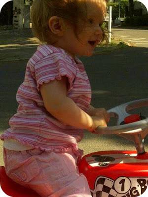 Führerschein mit einem Jahr. Mein Baby macht die Sraßen unsicher xD
