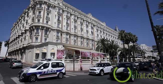 Aksi Pink Panthers di Prancis