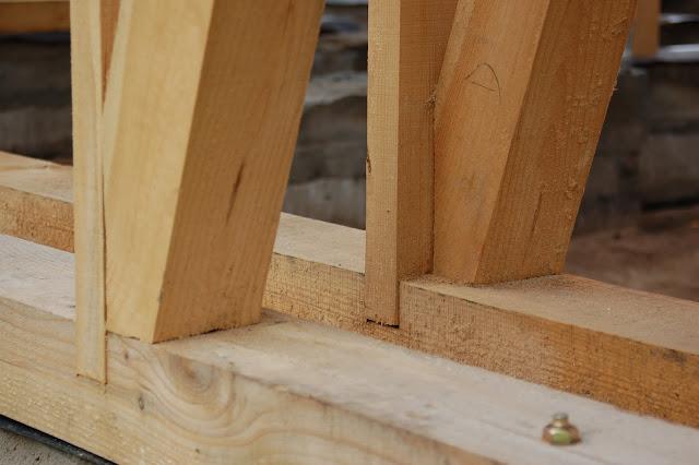 Dom-z-gliny-w-czasie-budowy