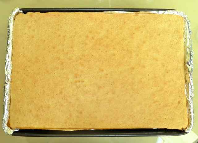 Gluten Free Baking Bear: GLUTEN FREE JELLY ROLL CAKE WITH STRAWBERRY ...