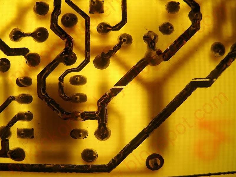 Płytka PCB - Uszkodzona ścieżka.