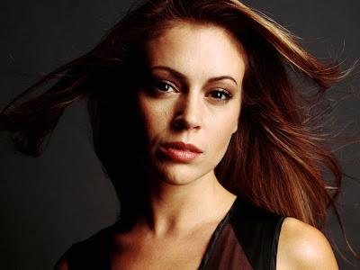 American Actress: Alyssa Milano Dark Themed HD Wallpapers 1600x1200