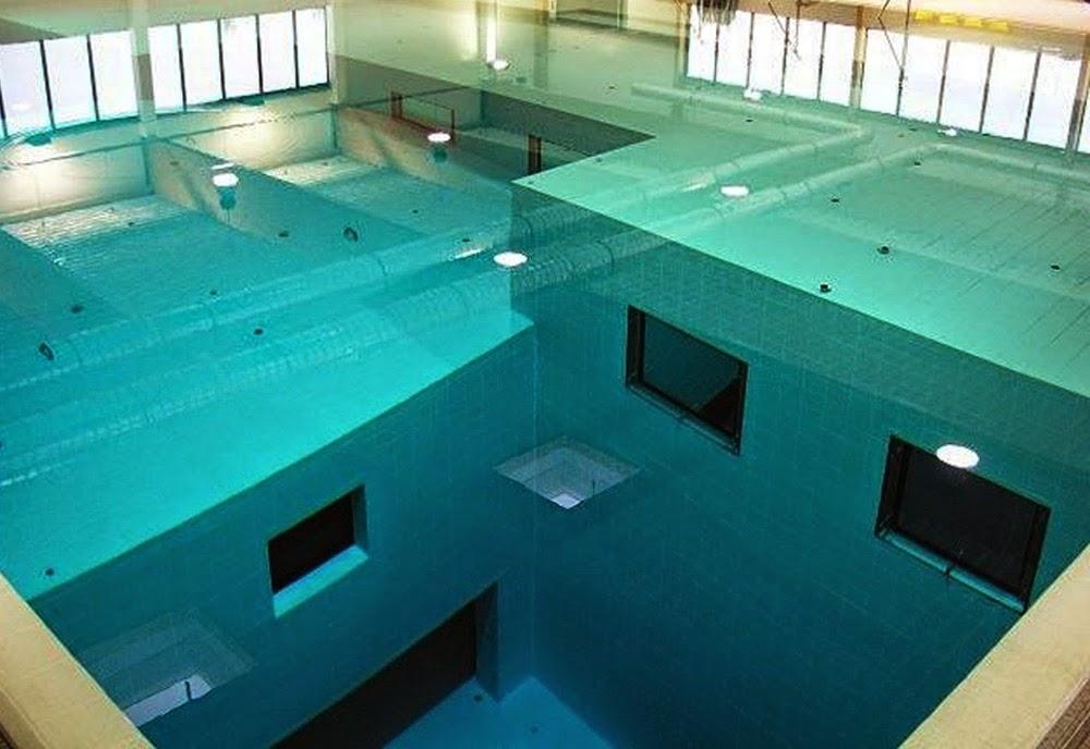 A piscina coberta mais profunda do mundo gigantes do mundo for Piscina coberta