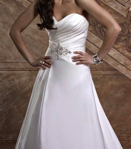 Vestido de Novia Corte A con Drapeado Diagonal y Apliques Plateados en la Cintura