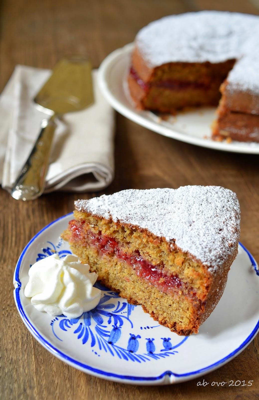 Torta altoatesina di grano saraceno con confettura di mirtilli rossi