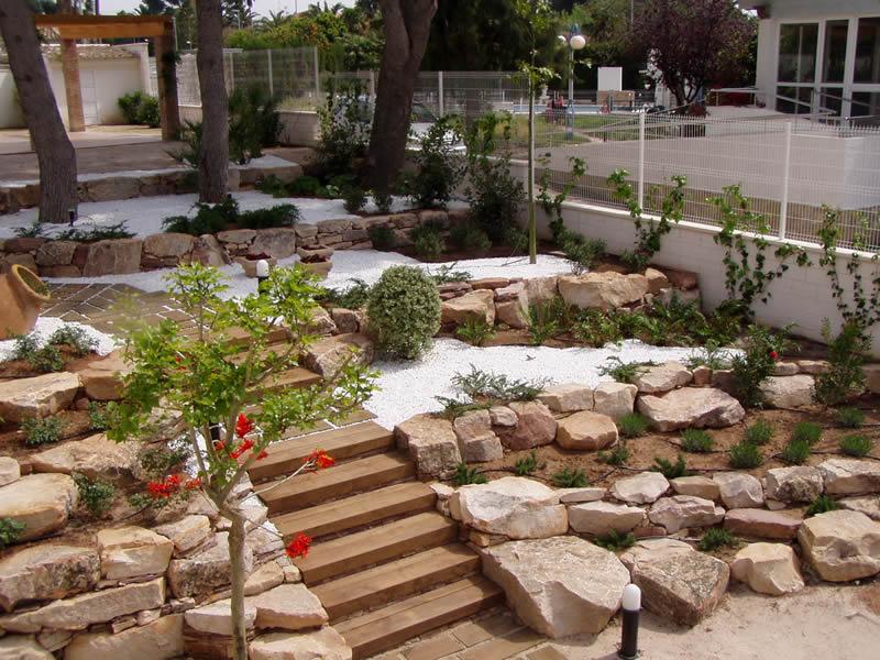 Arte y jardiner a plantas de rocalla for Cascadas de jardin fotos