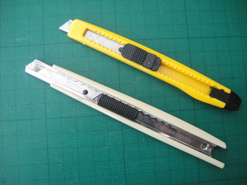 Cutting paper with a scalpel 1 for Swann morton craft knife