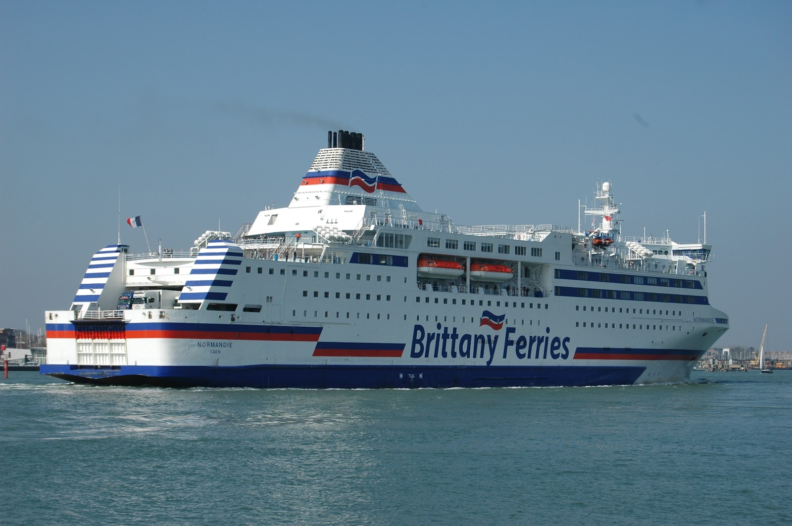 vmf brittany ferries normandie arriving portsmouth. Black Bedroom Furniture Sets. Home Design Ideas