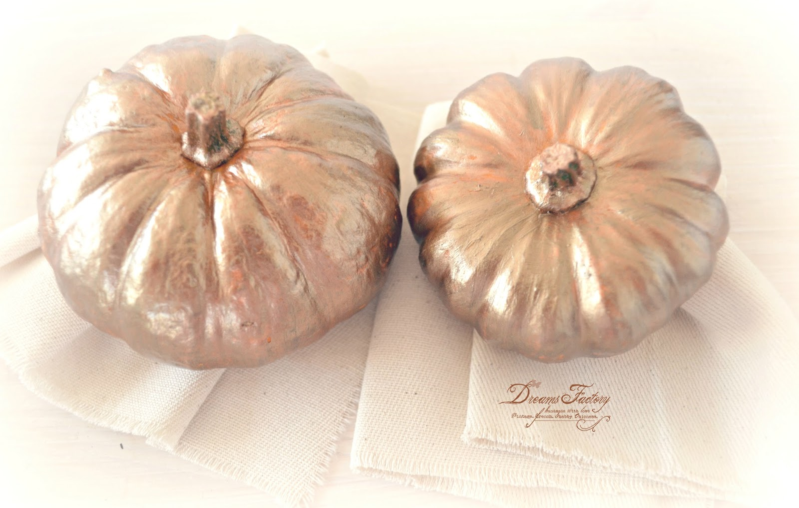 Fall French Vignette with Dark Gold and Copper Touches ♦ Aranjament de toamna frantuzesc, cu accente aurii si aramii