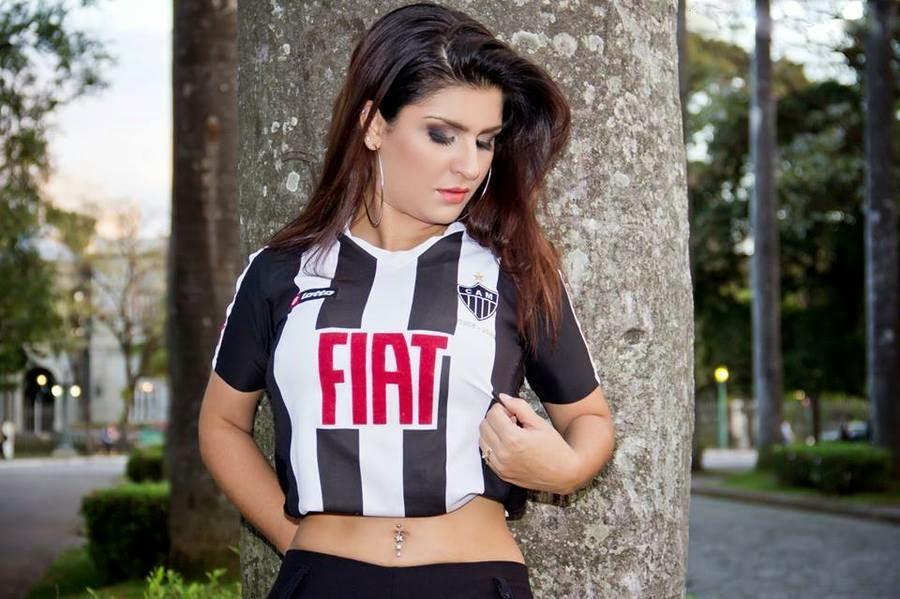 Candidata a Musa do Brasileirão 2013 pelo Atlético-MG, Camila Freitas