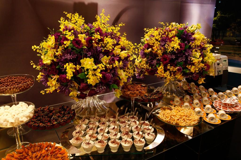 decoracao de festa azul marinho e amarelo: destaque para a mesa de doces fazem a diferença em qualquer evento