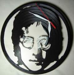 Piringan Hitam Jam Motif John Lennon