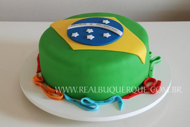 http://realbuquerquephoto.blogspot.com.br/2011/10/ate-nossa-bandeira-virou-bolo.html