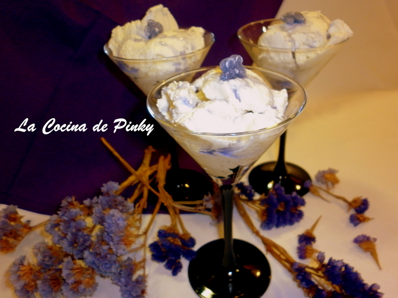 MOUSSE DE YOGUR CON COULIS DE VIOLETAS  Mousse+de+yogur+con+coulis+de+violetas+1