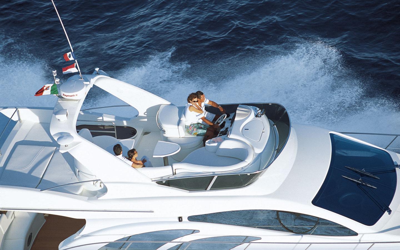 Luxury Yacht Azimut 50 Flybridge