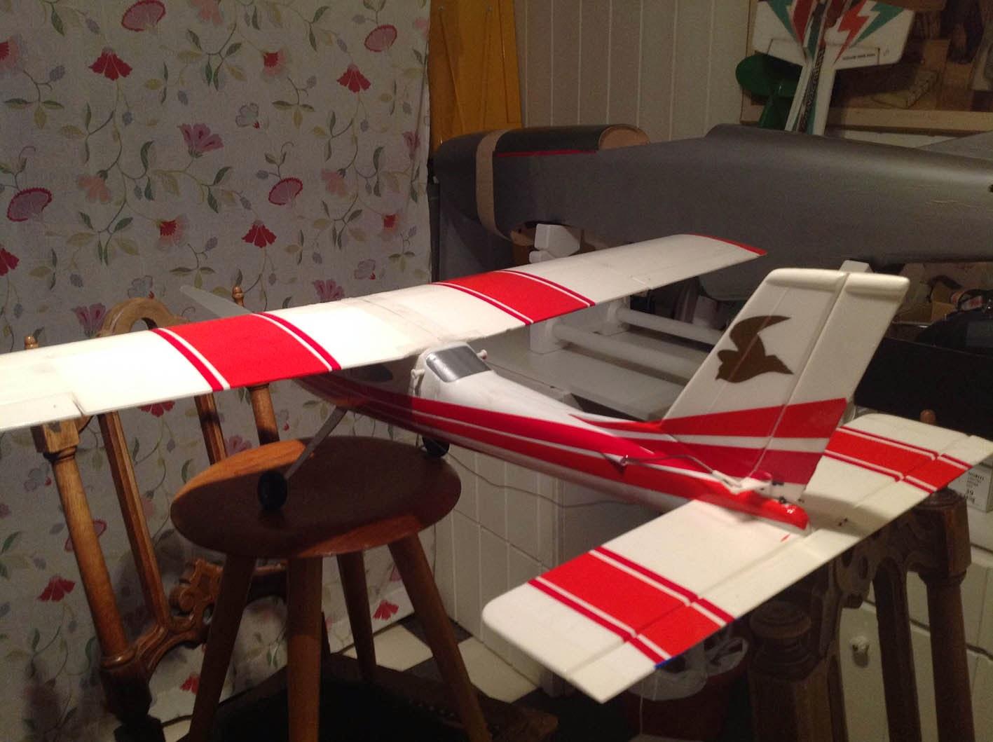 Hangar 883