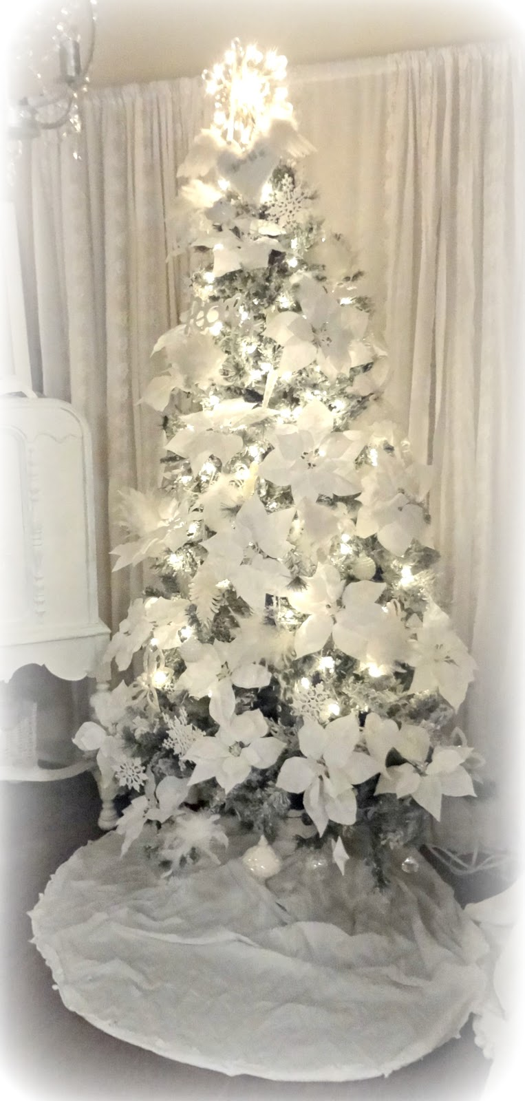 Not so shabby shabby chic christmas tree oh christmas tree for Shabby chic christmas