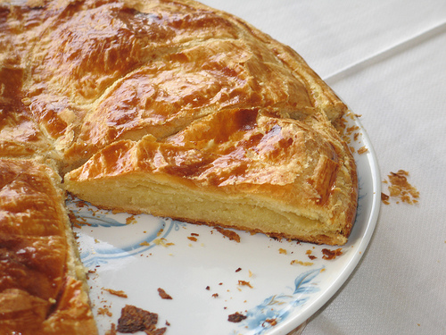 Galette des rois twelfth night pastry dessert traditions pastry sampler 39 s pastry and bakery news - Date galette des rois ...
