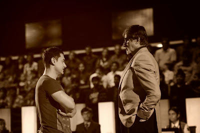 Aamir Khan in KBC promoting Dhoom 3 movie with Amitabh Bachchan