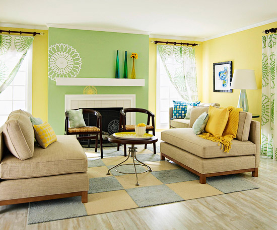 For This Living Room's Summer Look, A Graphic Green And White