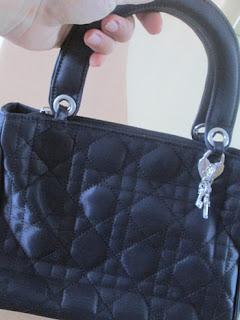 Classic_black_handbag