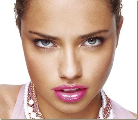 http://4.bp.blogspot.com/-R99aORYcpt8/ToKlakQCg4I/AAAAAAAAGT0/Ws1sRvYpdfw/s1600/maquillaje-novias-2012-10.jpg