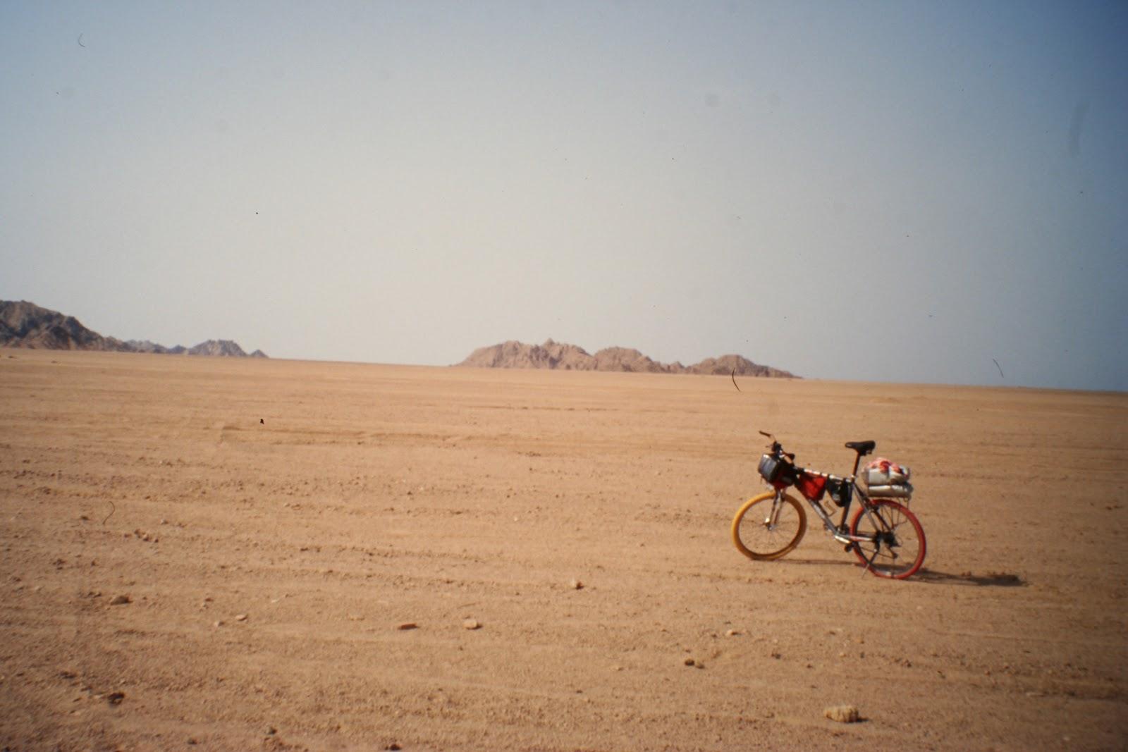 le montagne della luna: le ombre del deserto - Porta Di Sicurezza Con La Scena Del Deserto